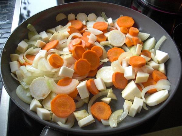 Gemüse für Tafelspitz anbraten
