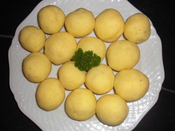 Abbildung 15 fränkische Klöße auf weißem Teller