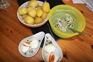 Foto Grüne Soße mit Ei und Pellkartoffeln
