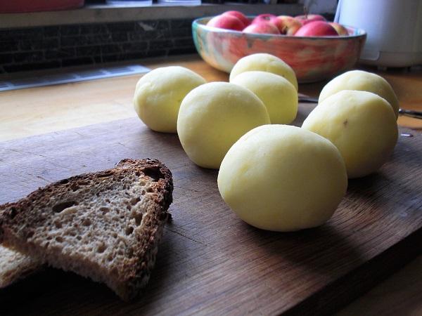 Klöße für fränkischen Sauerbraten in Lebkuchensoße mit Blaukraut