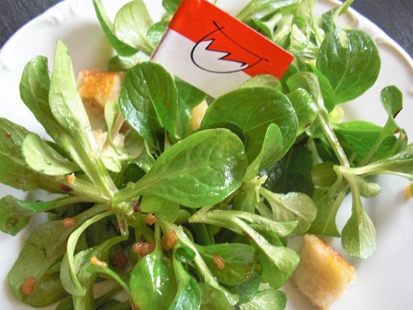 Fränkischer Feldsalat mit ausgelassenem Speck und Croutons