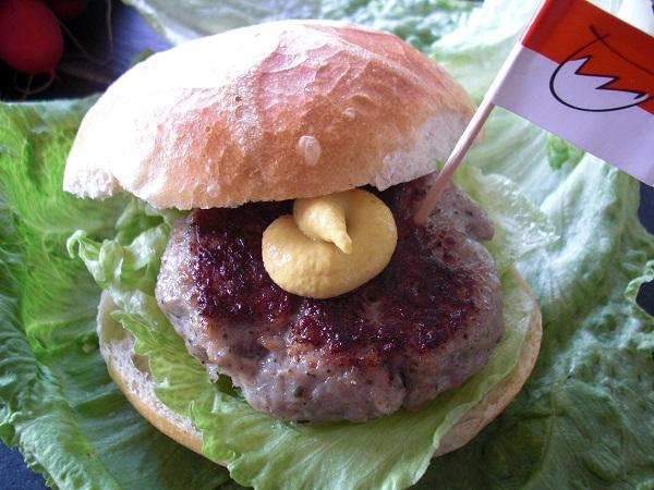Fränkischer Burger aus Bratwurstbrät