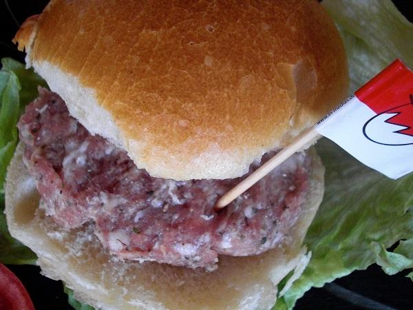 Fränkischer Burger mit Fleischküchle aus rohem Brtwurstbrät