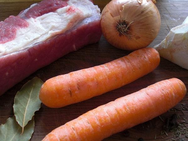 Suppe mit Ochsenfleisch