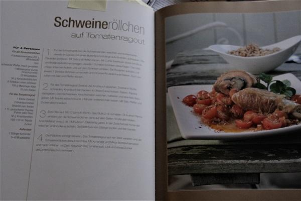 Abbildung Rezeptseite über Schweineröllchen aus Kochbuch mit Abbildung