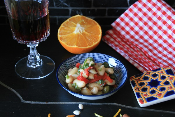 Foto spanischer Bohnensalat mit Paprika