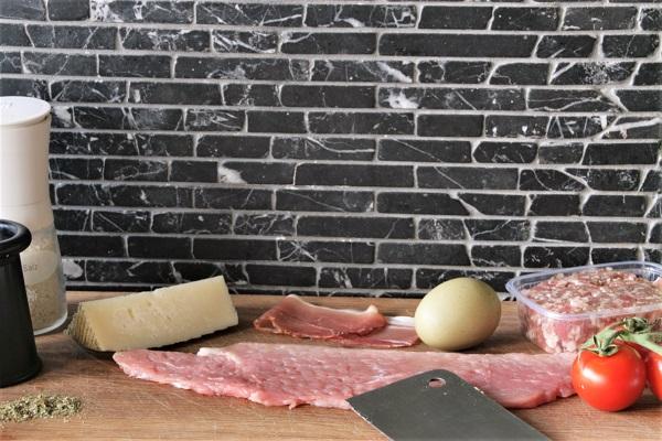 Foto Zutaten für Schweinerouladen mit Bratwurstbrät