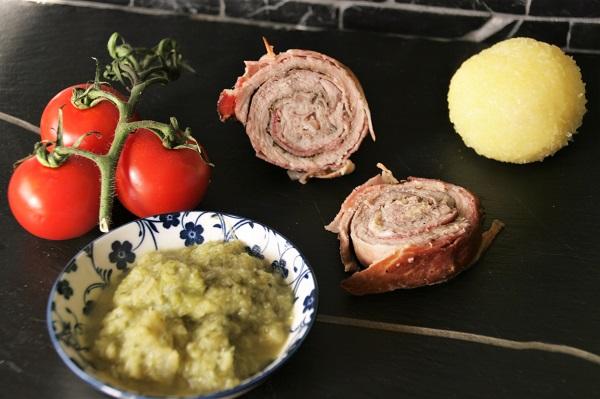Foto Schweineroulade mit Bratwurstbrät, Wirsinggemüse und Kloß
