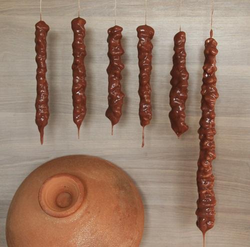 Walnuss auf Fäden im Traubensirup