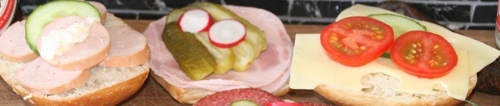 Belegte Brötchen mit Wurst und Käse