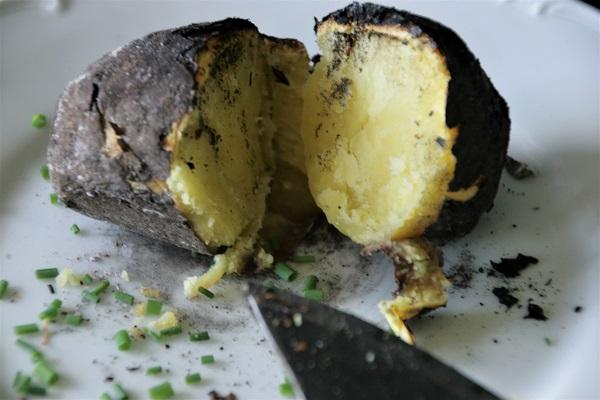 Kartoffeln aus dem Lagerfeuer